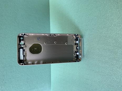 Корпус iPhone SE, золотистый.